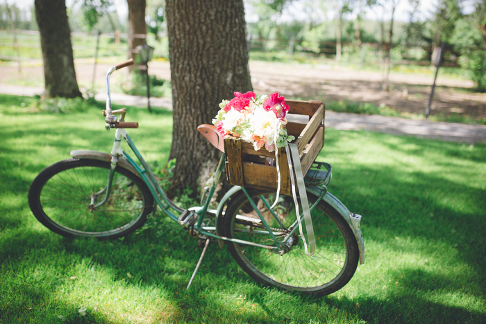 There are lots of cute details like a bike with bold flowers and a crate