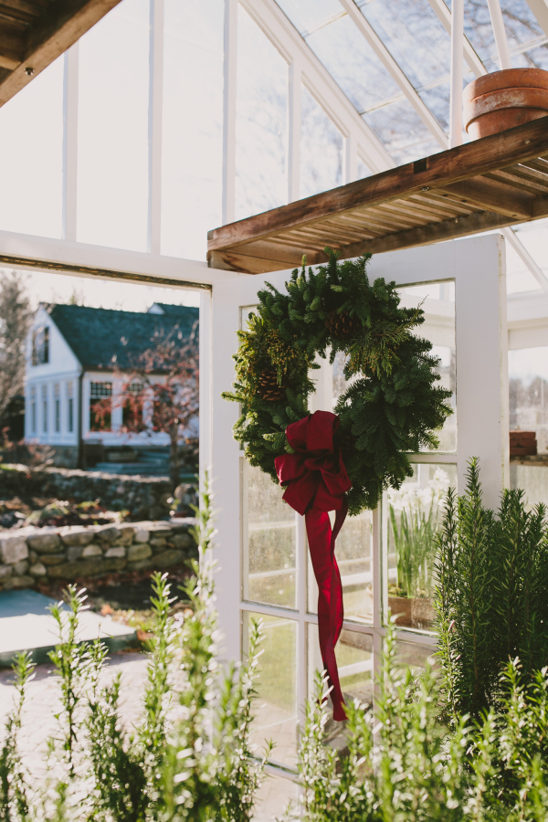 Evergreens, pinecones and red hues are right what you need to make everyone feel Christmas