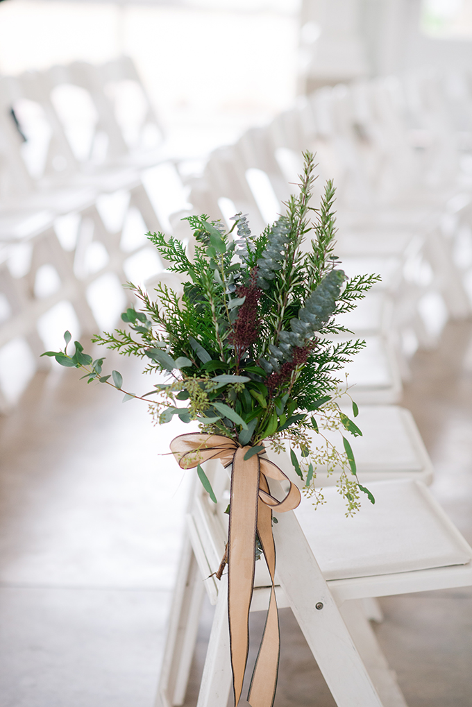 Such dimensional and textural decor for the aisle