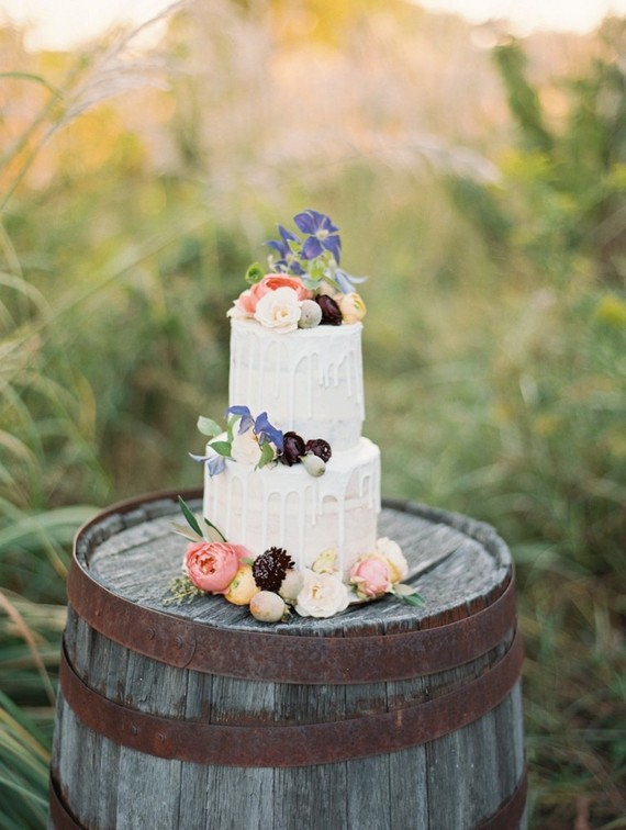 The wedding cake was a creamy drip one with fruits and flowers