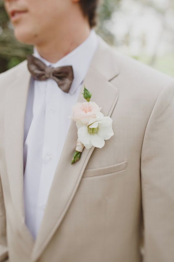 beige suit is an ideal choice for any spring groom