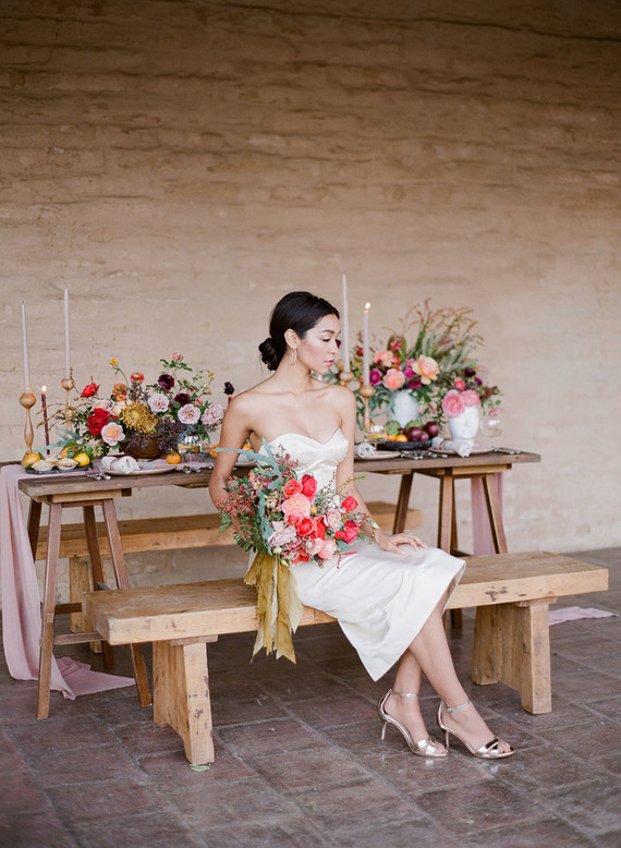 Metallic shoes and modern jewelry made the bride look chic yet modern
