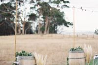 12 wedding altar with wine barrels, lanterns and pampas in bottles