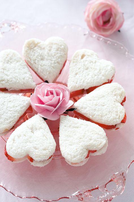 strawberry and white chocoalte sandwiches