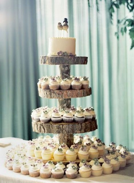 wood slice stand for cupcakes and the cake