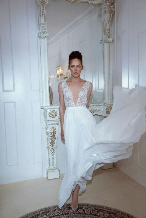 31 Delicate And Chic Flowy Wedding Dresses - Weddingomania