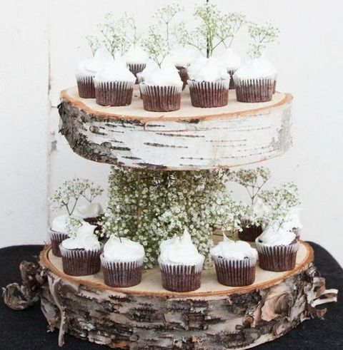 birch wood slice cupcake stand with baby's breath