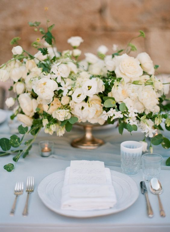 lush creamy flower centerpiece looks amazing
