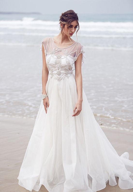 178a81cbe35b 31 Delicate And Chic Flowy Wedding Dresses - Weddingomania