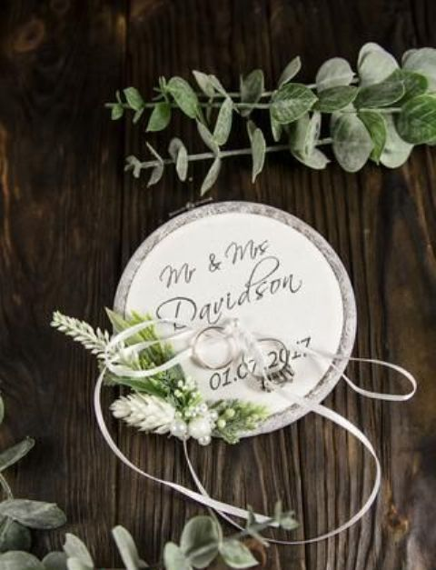 greenery wedding hoop for carrying rings