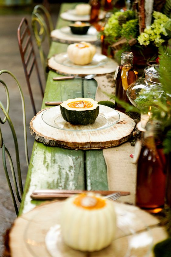 wood slices as placemats for a rustic table setting