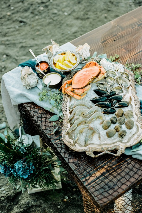 Seafood bars are indispendable part of any coastal wedding, and this shoot is no exception