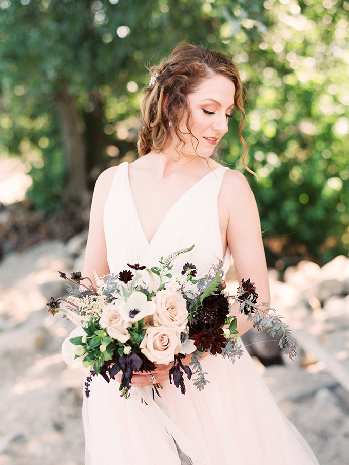 Even the bridal bouquet was a blush, burgundy and greenery one, no blues or white as usually for beachside weddings