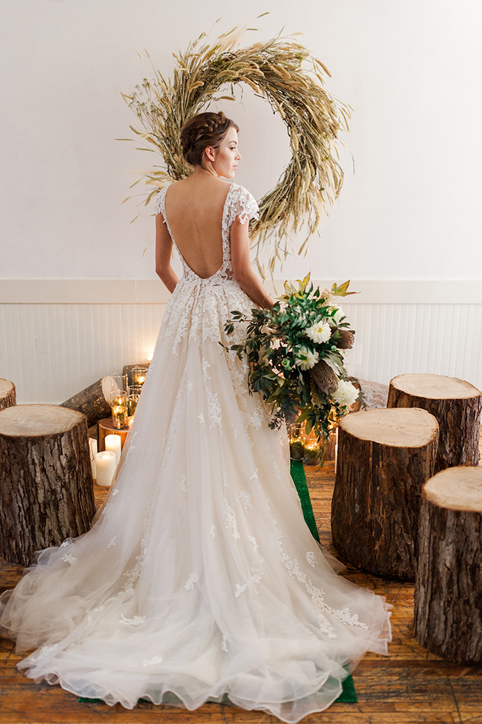 An oversized wheat wreath as a backdrop for a rustic or mountain-inspired ceremony