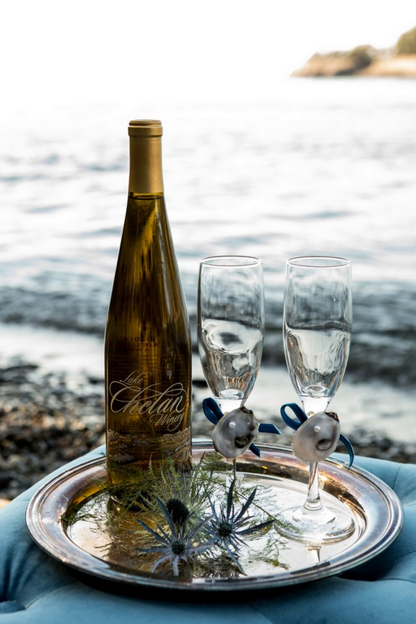 Even the glasses were decorated with mussel shells and blue ribbon