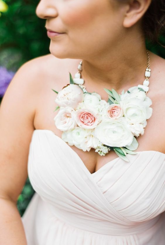 adorable blush and peachy necklace to match the wedding dress