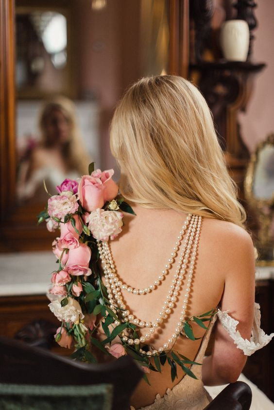adorable fresh roses and pearls back necklace for a refined bride