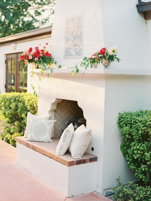 Such fireplaces or hearths can be found in European patios