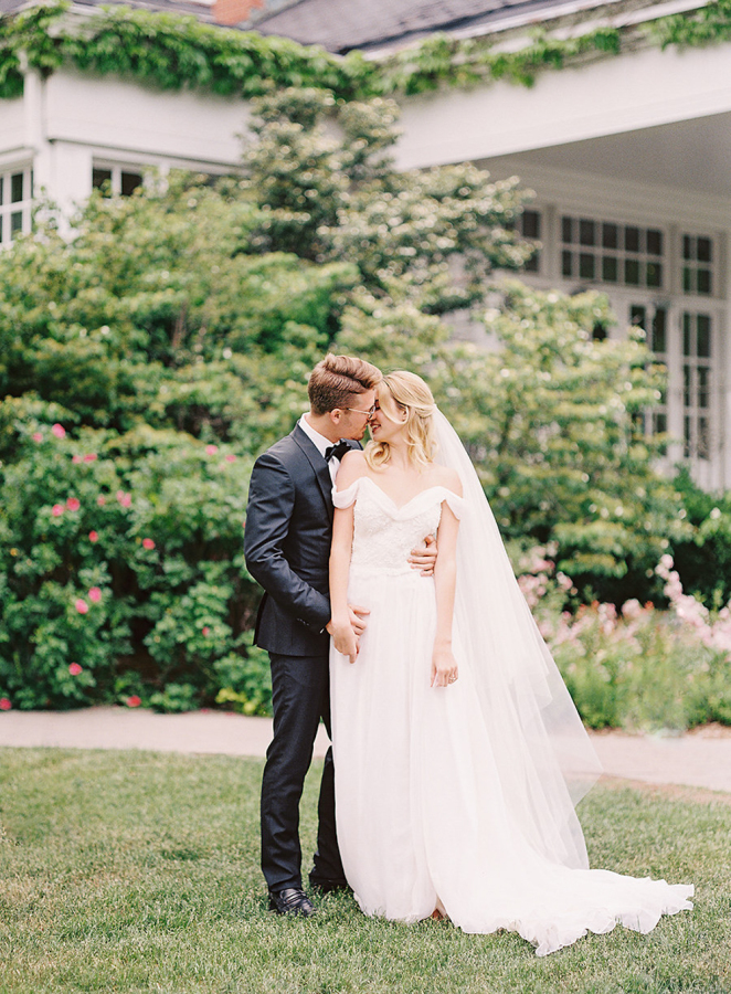 Get inspired by this beautiful shoot to have your own gorgeous outdoor wedding