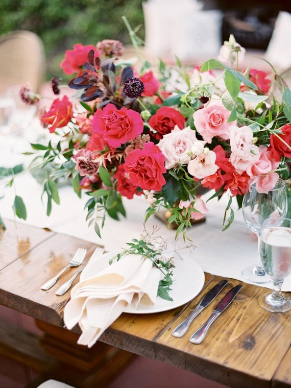 These bold flowers looked very chic and you can steal this idea for your bold summer nuptials
