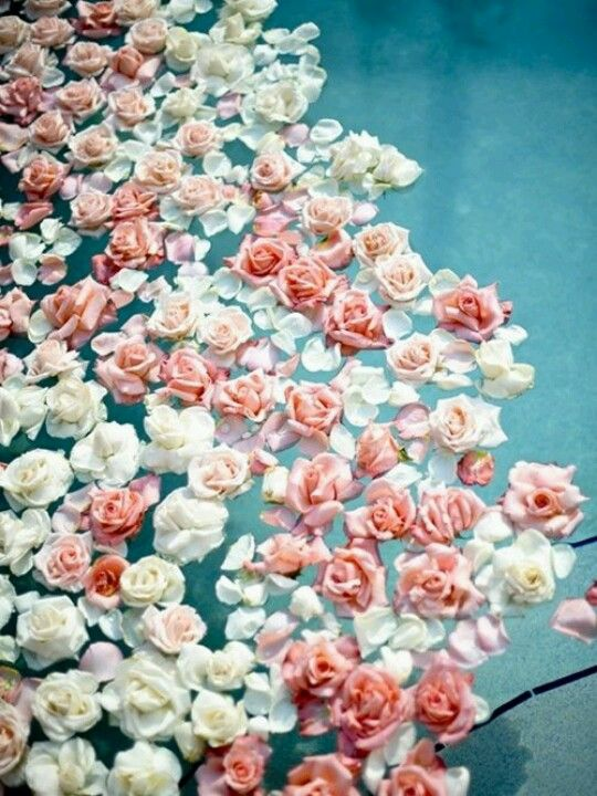 floating pink and white flowers in the pool will make your wedding more romantic and chic