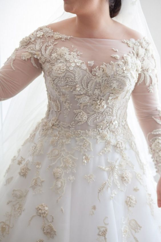 34 jaw dropping plus size wedding dresses weddingomania for Us size wedding dresses