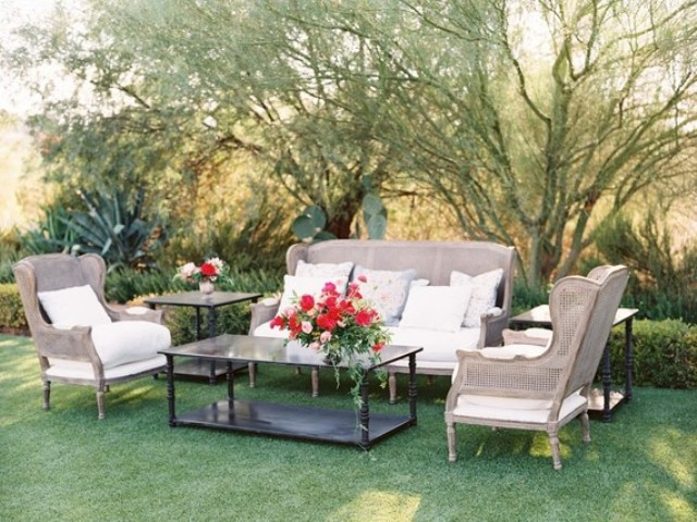 The reception was also perfectly stylized for traditional Spanish interiors