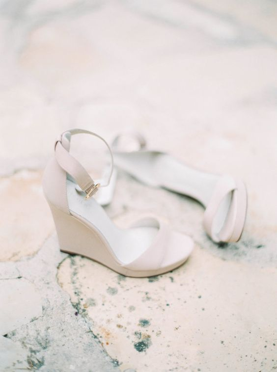 modern cream-colored wedges are ideal for a summer wedding