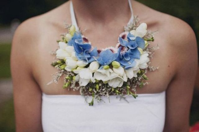wearable floral necklace as something blue for the bride