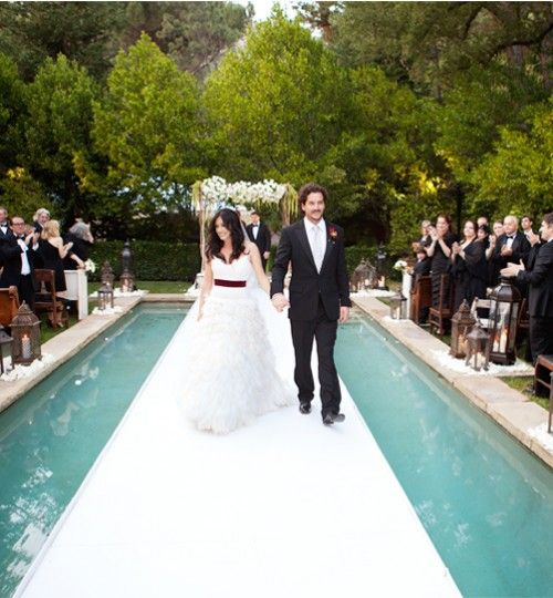 an aisle put right over the pool is an amazing idea for your ceremony