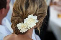 24 elegant curly up with with white gardenia flowers