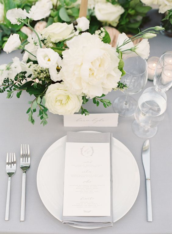 rock neutral flowers to create a light feeling and give your venue a delicate look