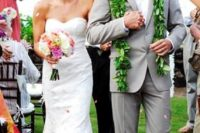 25 a light grey suit, a white shirt and a greenery garland