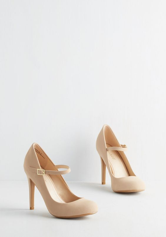 sandy beige wedding heels with a vintage feel