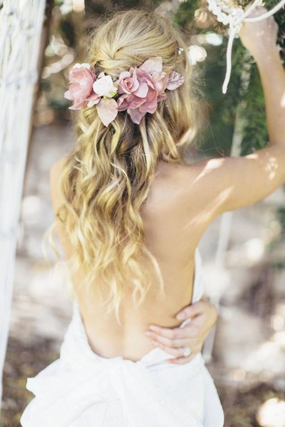 4fresh flowers and beach waves bridal hairdo for the free-spirited bride
