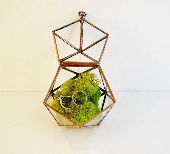 vintage-inspired terrarium moss ring box