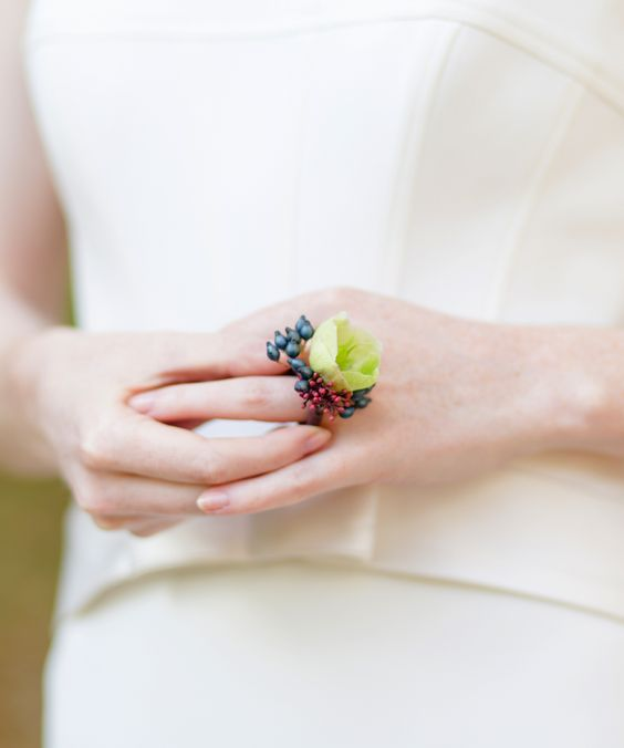 cute floral rings with berries