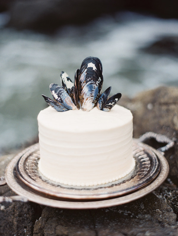 simple white cake topped with oyster shells screams the sea