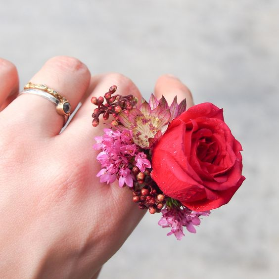 vibrant flower rings for your bridesmaids
