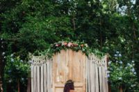 02 a door backdrop with macrame decor, flowers and a bold rug