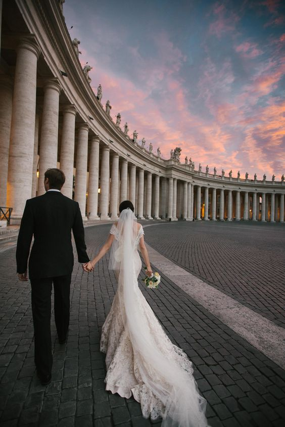 the newlyweds in the main square of Rome, piazza San Pietro