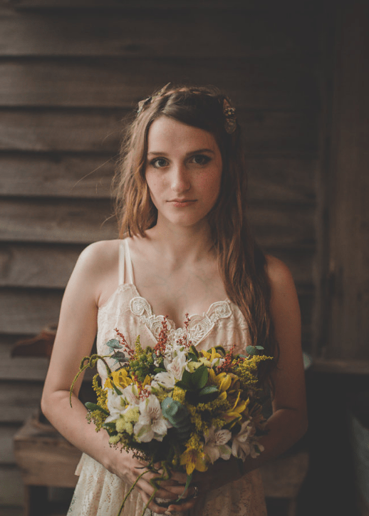 She bought her wedding dress for just $250 at Etsy and her bouquet was a messy one