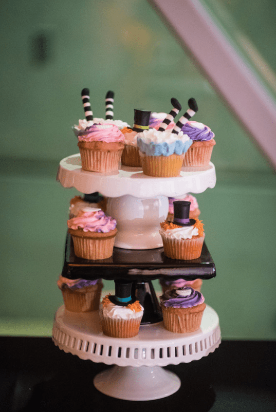 Bold and fun cupcakes that perfectly fit both wedding themes