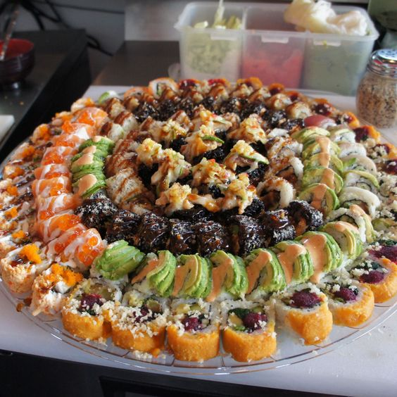 an oversized glass plate with fresh sushi is a perfect and simple idea