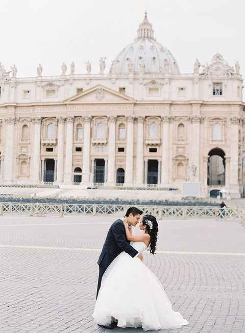piazza San Pietro in Vatican is one of the most famous places to take pics