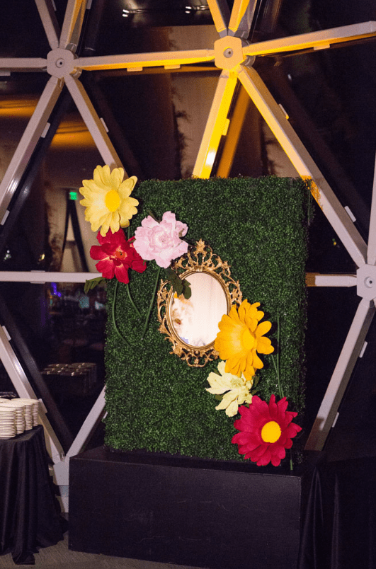 A wedding decoration inspired by Alice in Wonderland