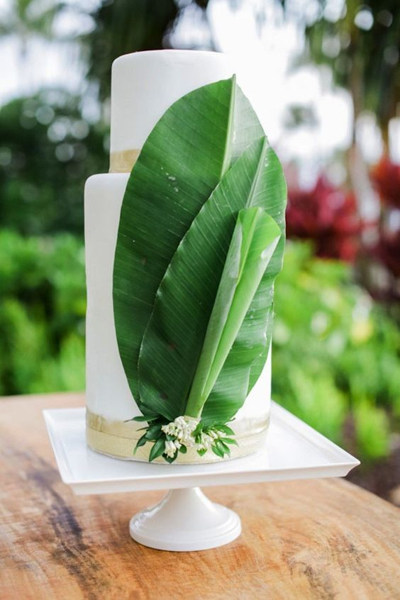 add palm leaves to your minimal tropical-themed wedding cake to take it up a notch