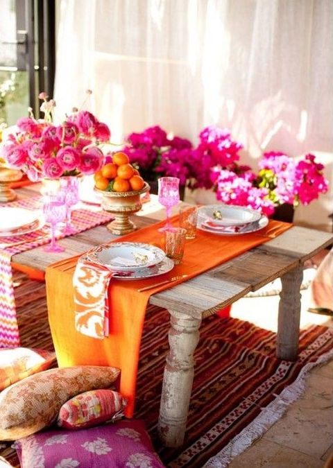 bold and colorful wedding table in tangerin and fuchsia shades