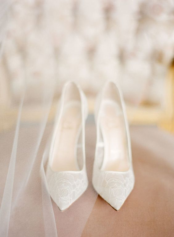 pretty white lace shoes are a pure perfection