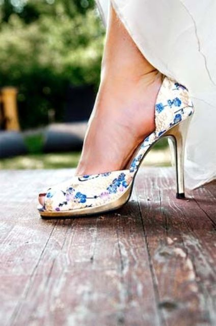 peep toe floral heels are a great idea to wear something blue
